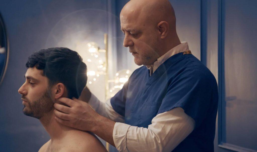 Ostéopathe à Lyon, Christophe Barrancos réalise des techniques douces.